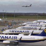 """""""RyanAir"""" pakeitė savo politiką ir visiems keleiviams vietoj pinigų grąžinimo siūlo nuolaidų kuponą – ką daryti?"""